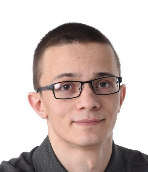 Dmitri_Istuskelukuva_web-1